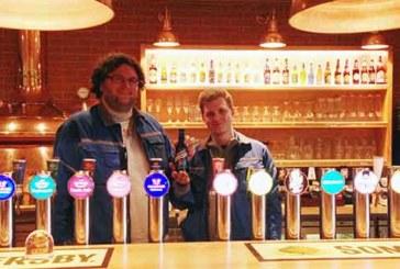 Berufslernende von Feldschlösschen brauen Bier für guten Zweck