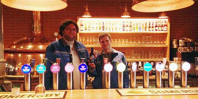 Berufslernende von Feldschlösschen brauen Bier für einen guten Zweck