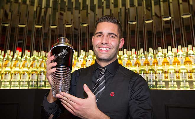 Zürcher Barkeeper gewinnt die BACARDÍ Legacy Cocktail Competition 2015