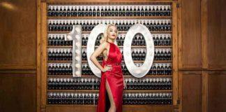 Starfotograf David LaChapelle hat Stars wie Rita Ora in ihren Coca Cola Momenten portraitiert