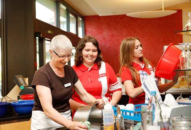 Sozial- und Umwelttag: Getränkeherstellerin Rivella machte für einen Tag dicht!