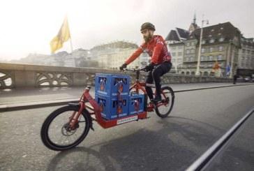 Feldschlösschen startet Pilotprojekt: Bier per Velokurier