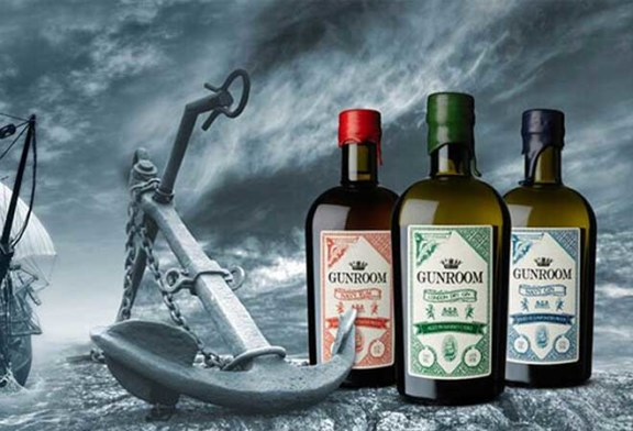 Gunroom Navy Rum und Gunroom Navy Gin im Goldregen