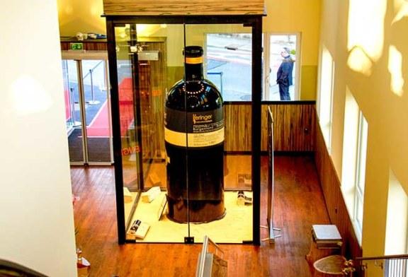 Die grösste Glas-Weinflasche der Welt