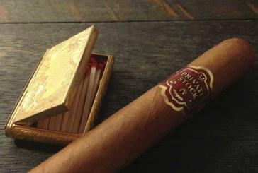 So zündet man eine Zigarre richtig an